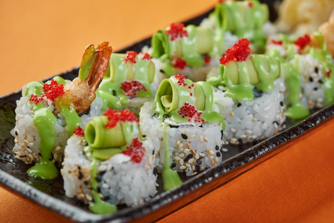 Roll with tempura shrimp and avocado 850₽