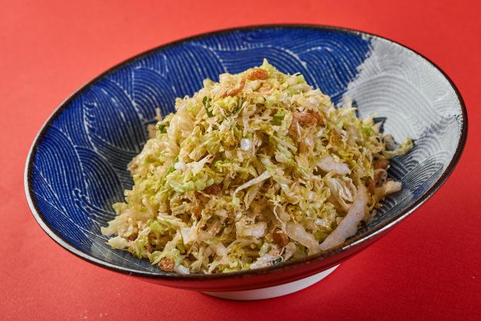 Салат из китайской капусты в азиатской заправке с коктейльными креветками  600₽