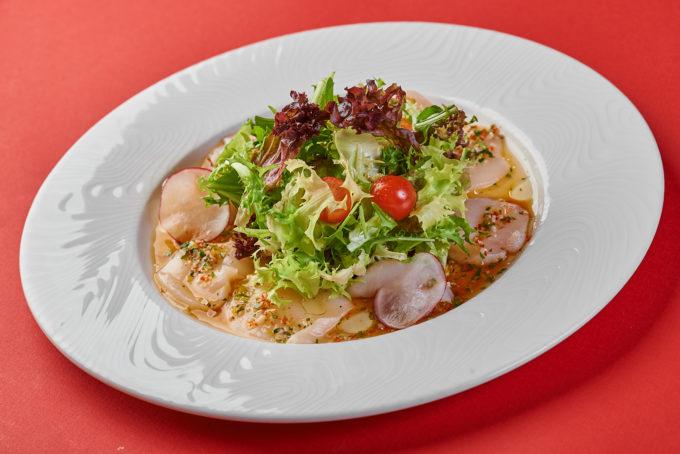 Сашими салат с дальневосточным гребешком 1200₽