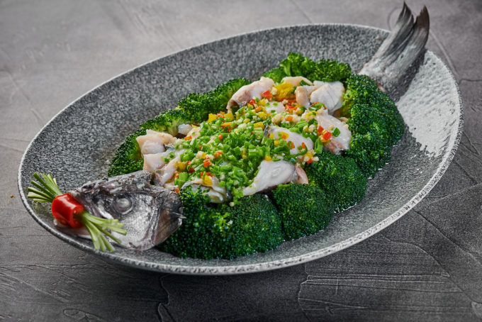 Steamed sea bass with broccoli and chili pepper 1900₽
