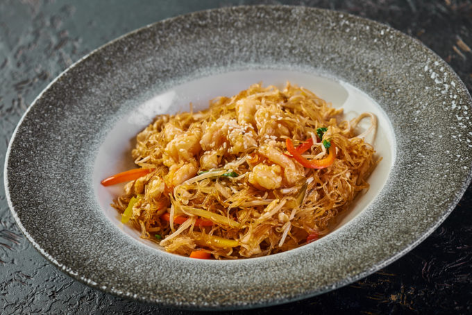 Singaporean-style thin rice noodles with shrimps 800₽