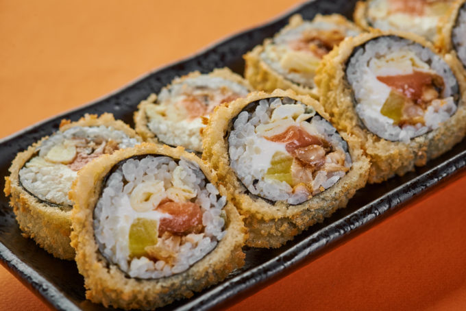Warm roll with salmon, vegetables, cream cheese and crispy Panko 800₽